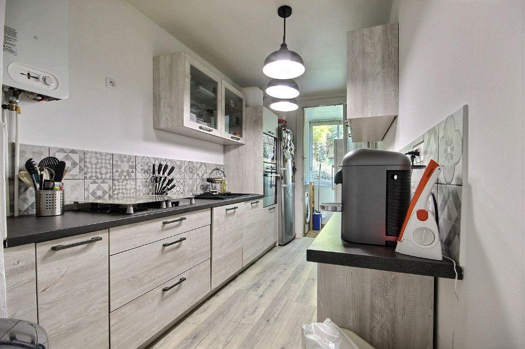Appartement à vendre 4 77m2 à Marseille 12 vignette-2