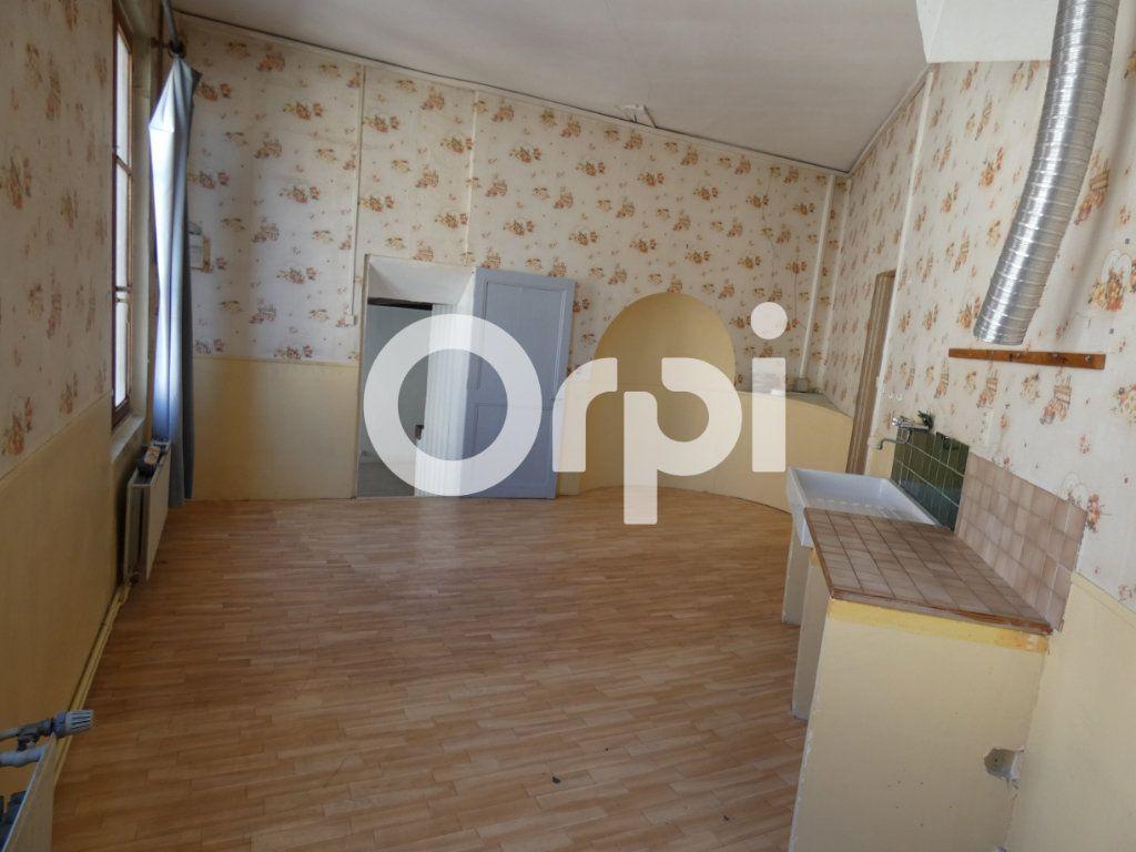 Immeuble à vendre 0 207m2 à Fère-en-Tardenois vignette-3