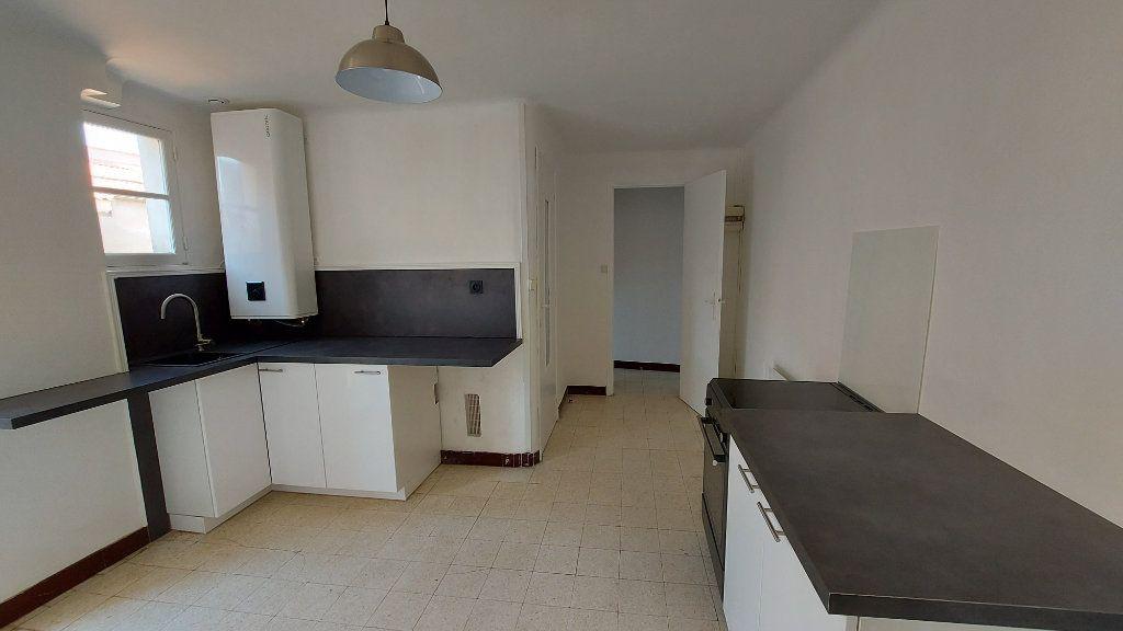 Appartement à louer 2 46.11m2 à Istres vignette-2