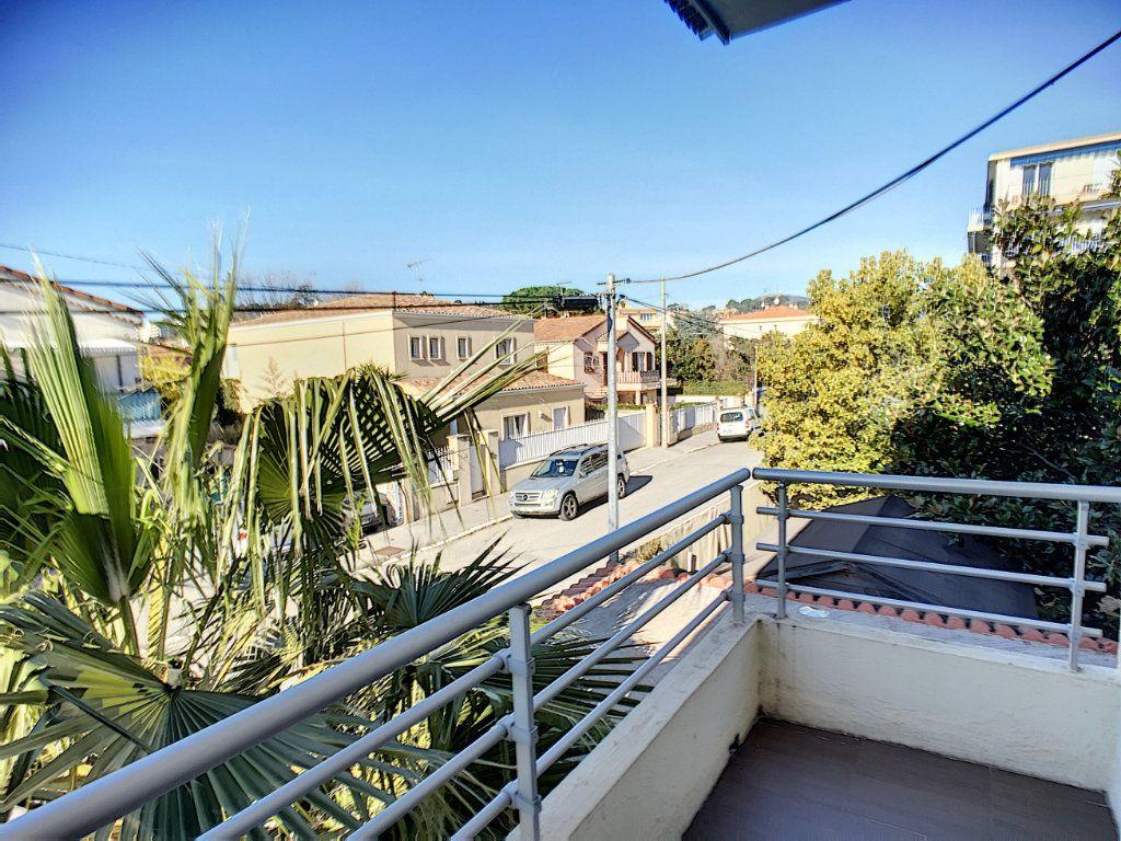 Appartement à louer 2 29.97m2 à Villeneuve-Loubet vignette-1