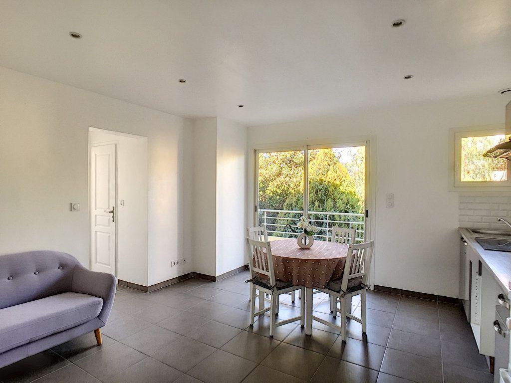 Appartement à louer 2 29.97m2 à Villeneuve-Loubet vignette-2