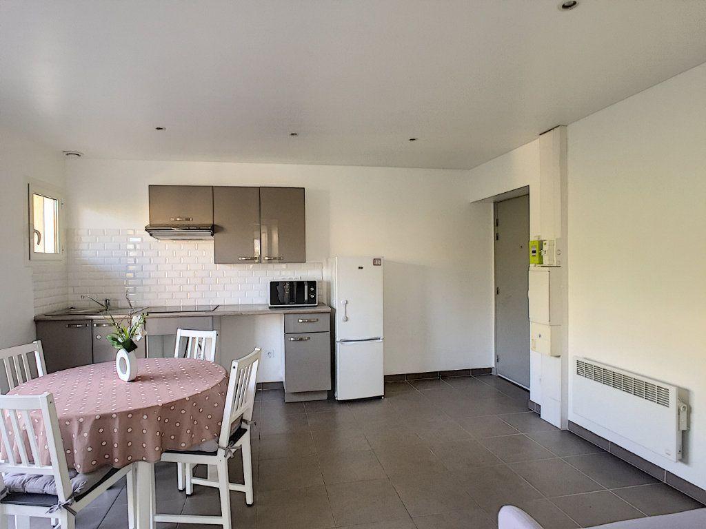 Appartement à louer 2 29.97m2 à Villeneuve-Loubet vignette-3