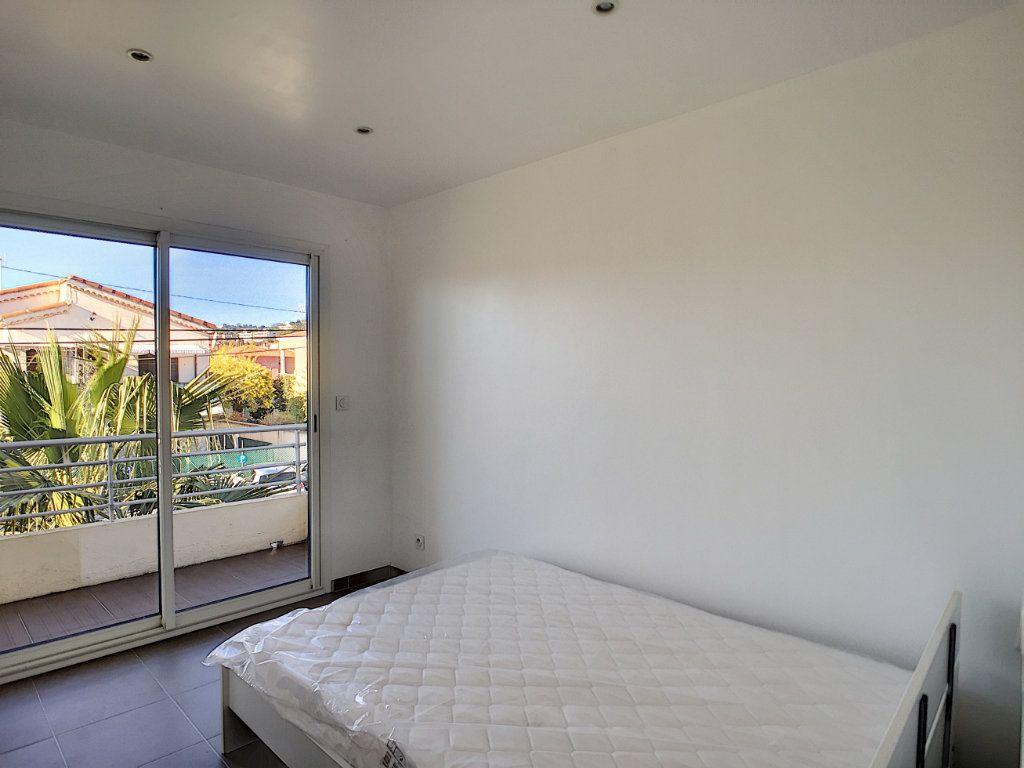 Appartement à louer 2 29.97m2 à Villeneuve-Loubet vignette-4