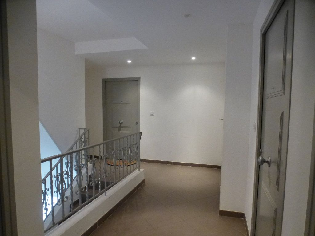 Appartement à louer 2 29.97m2 à Villeneuve-Loubet vignette-6