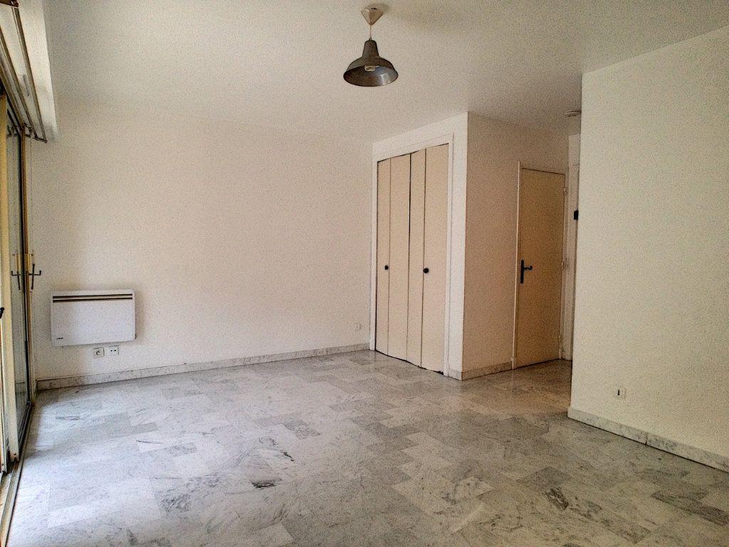 Appartement à louer 1 27.81m2 à Villeneuve-Loubet vignette-3