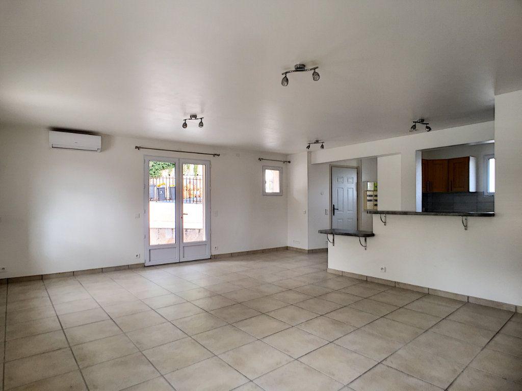 Appartement à louer 3 82.26m2 à Villeneuve-Loubet vignette-2