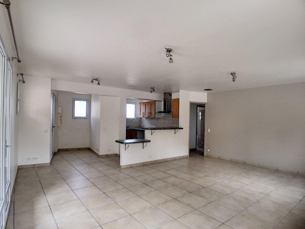 Appartement à louer 3 82.26m2 à Villeneuve-Loubet vignette-3
