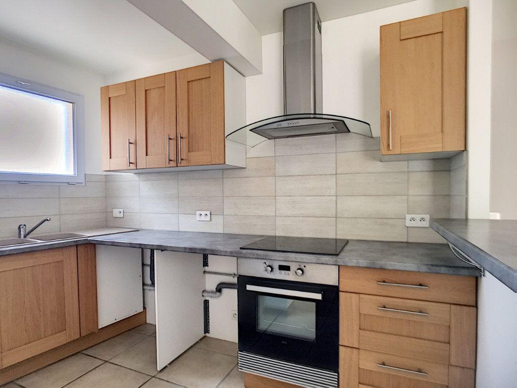 Appartement à louer 3 82.26m2 à Villeneuve-Loubet vignette-4