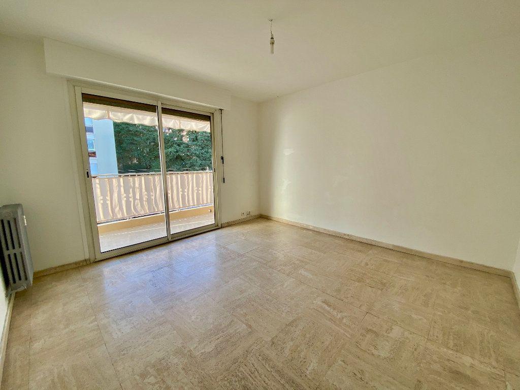 Appartement à louer 4 63.4m2 à Cannes vignette-1