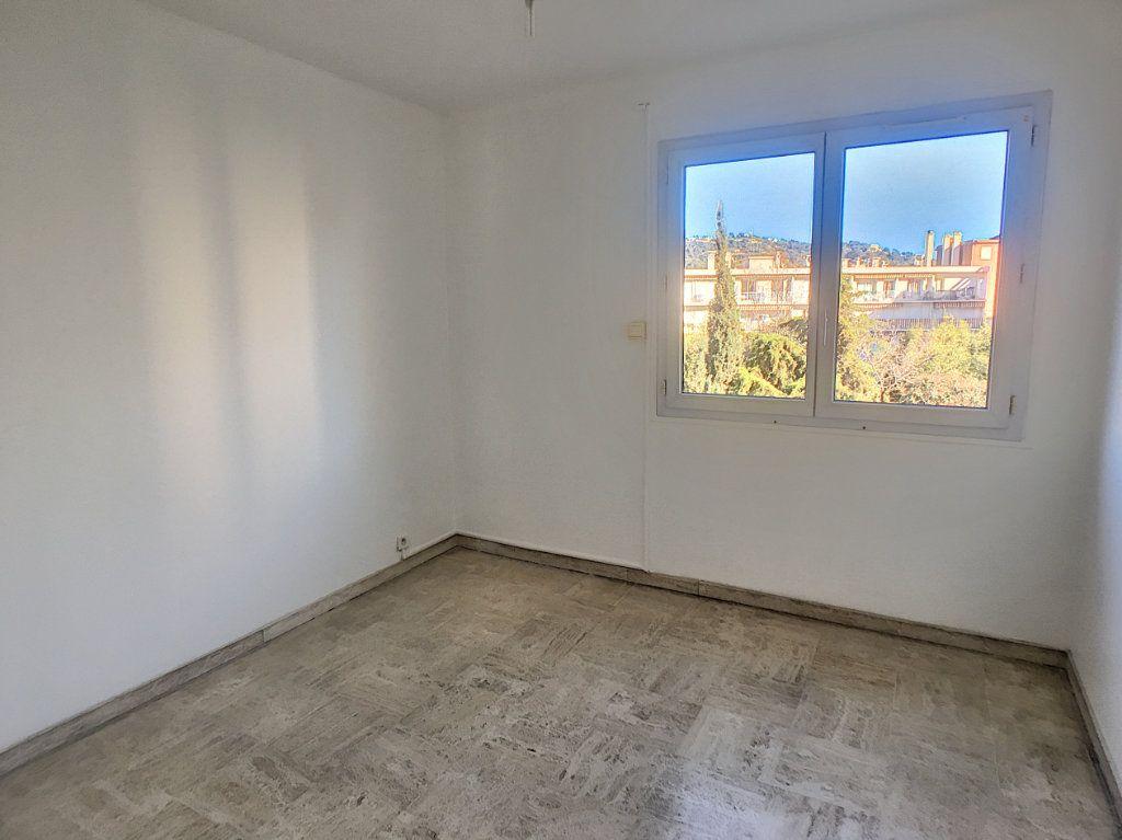 Appartement à louer 4 63.4m2 à Cannes vignette-7