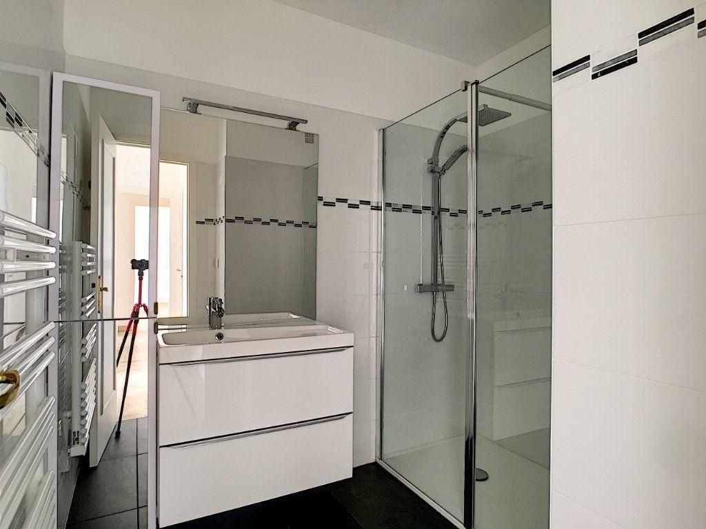 Appartement à louer 2 50.27m2 à Villeneuve-Loubet vignette-7