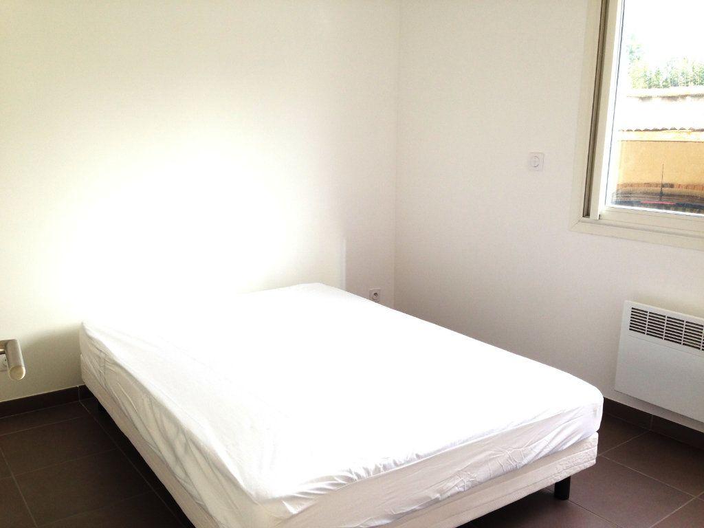 Appartement à louer 2 32.35m2 à Villeneuve-Loubet vignette-4