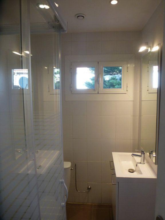 Appartement à louer 2 32.35m2 à Villeneuve-Loubet vignette-5