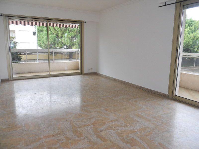 Appartement à louer 3 69.9m2 à Saint-Laurent-du-Var vignette-1