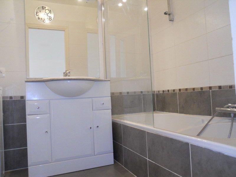 Appartement à louer 3 69.9m2 à Saint-Laurent-du-Var vignette-4