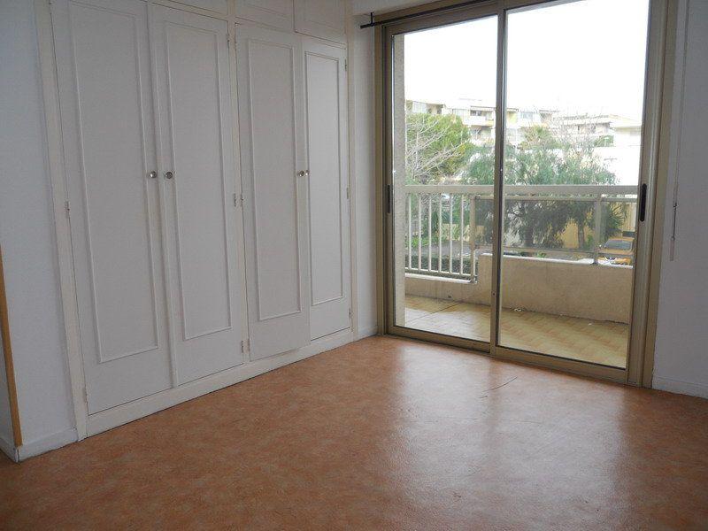Appartement à louer 3 69.9m2 à Saint-Laurent-du-Var vignette-6