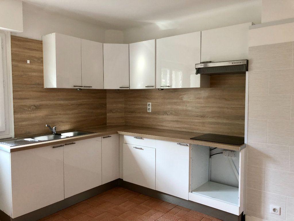 Appartement à louer 3 82.44m2 à Villeneuve-Loubet vignette-3