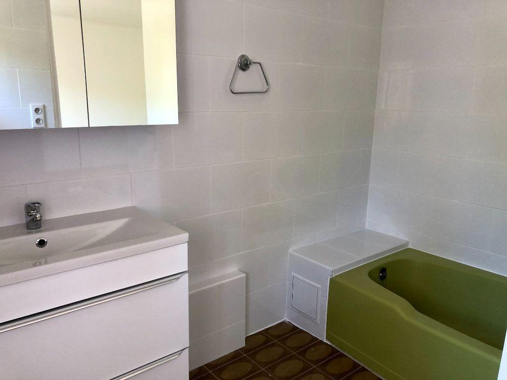 Appartement à louer 3 82.44m2 à Villeneuve-Loubet vignette-6