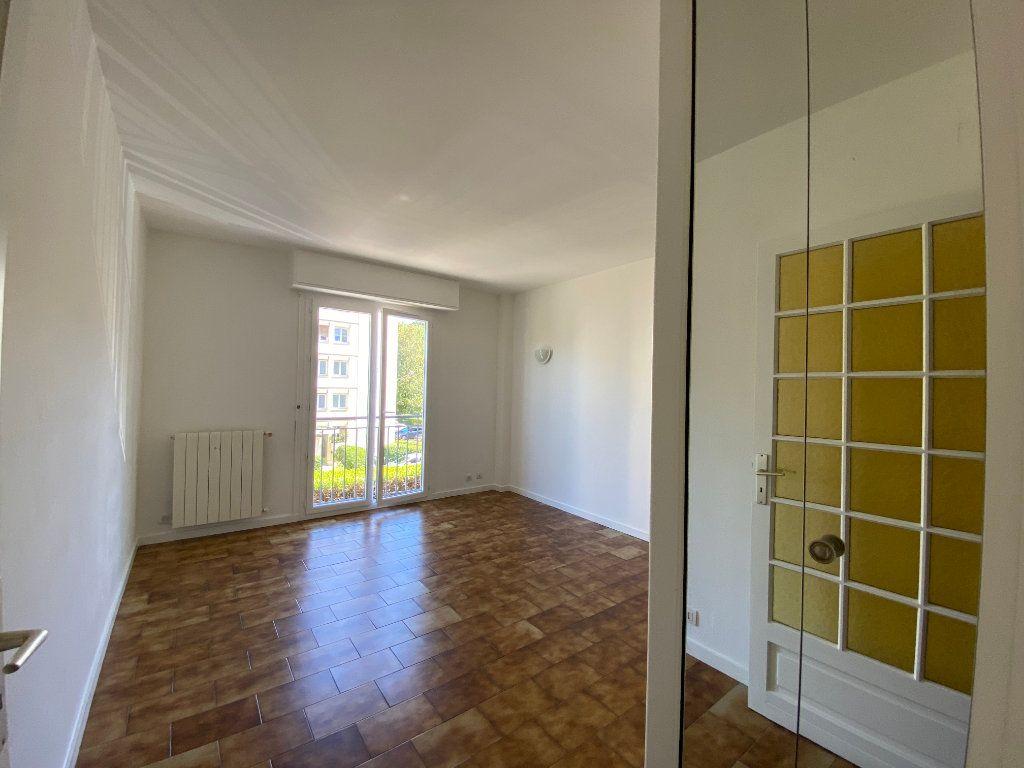 Appartement à louer 1 27.9m2 à Villeneuve-Loubet vignette-1