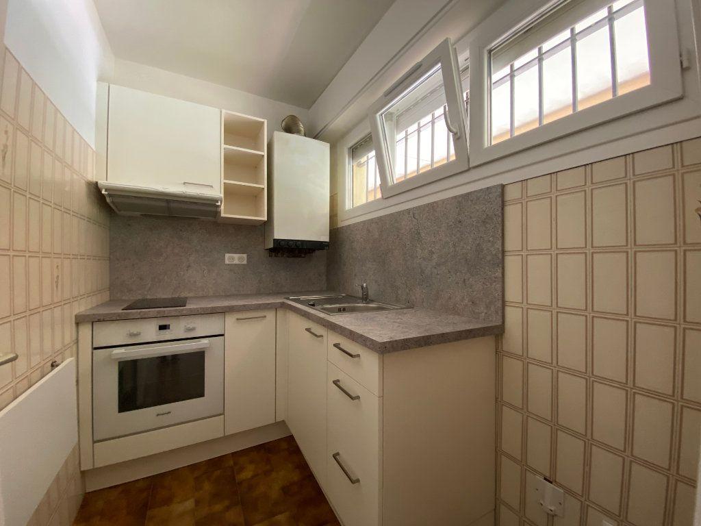 Appartement à louer 1 27.9m2 à Villeneuve-Loubet vignette-2