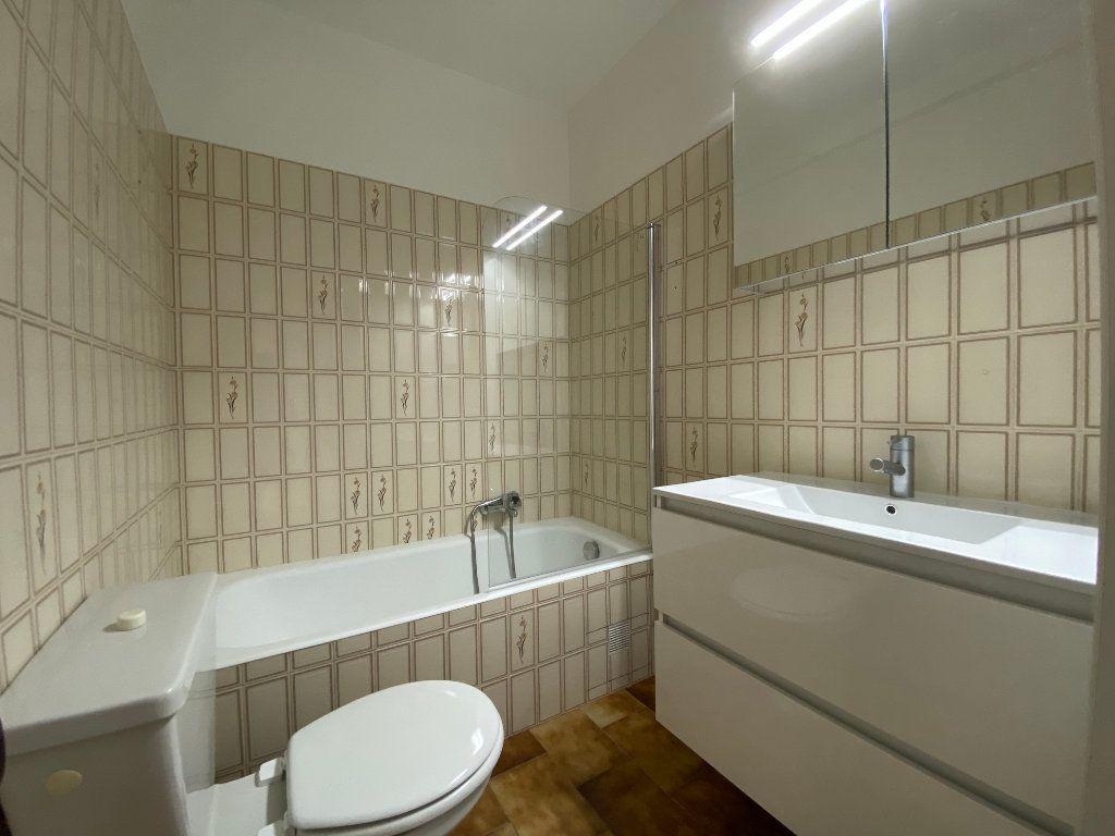 Appartement à louer 1 27.9m2 à Villeneuve-Loubet vignette-3