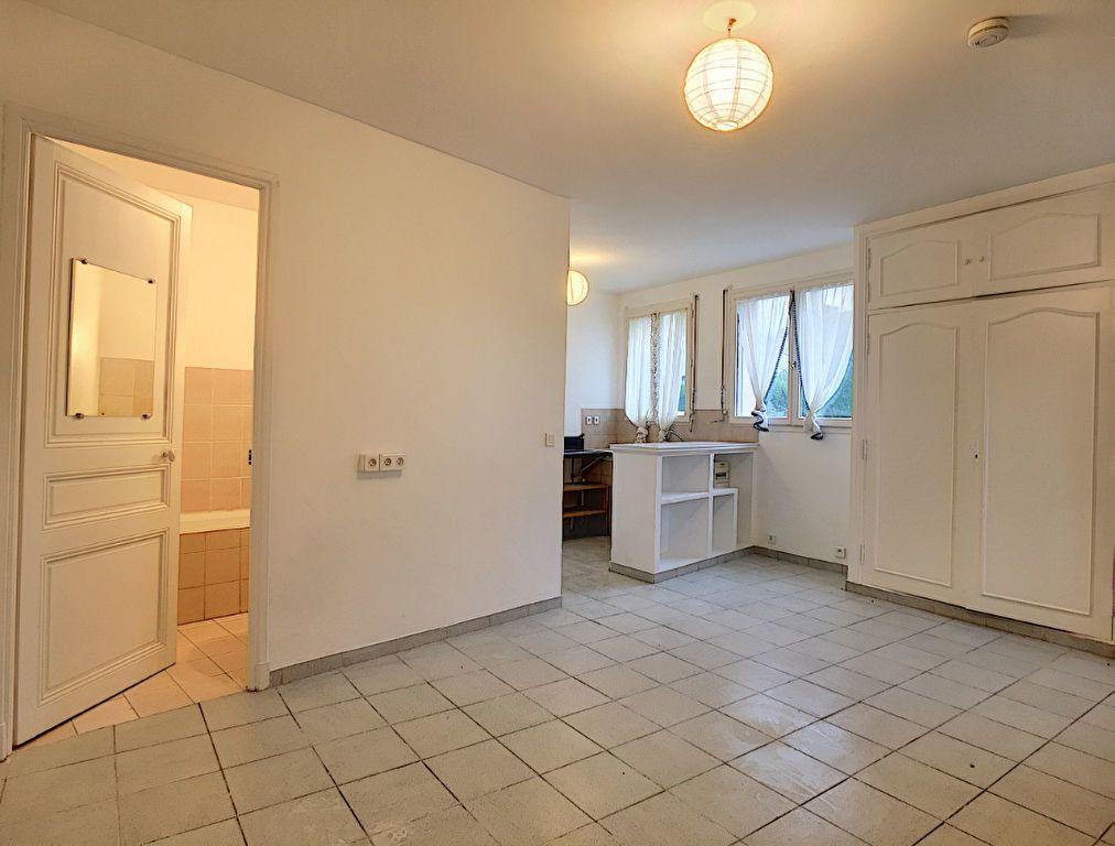 Appartement à louer 1 26.76m2 à Vence vignette-1
