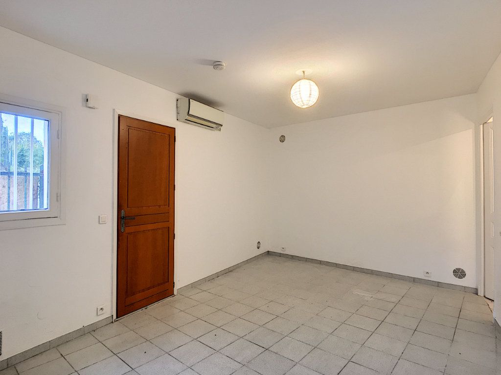 Appartement à louer 1 26.76m2 à Vence vignette-3