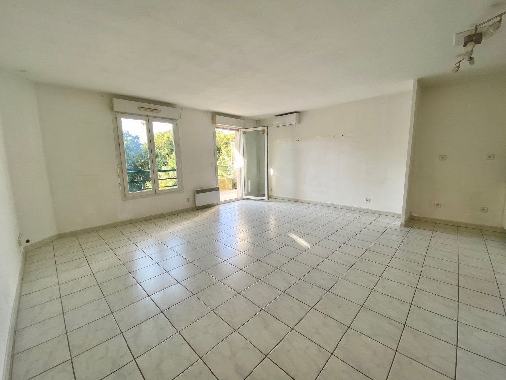 Appartement à louer 2 55.21m2 à Villeneuve-Loubet vignette-1