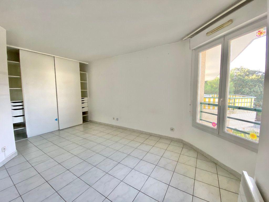Appartement à louer 2 55.21m2 à Villeneuve-Loubet vignette-4