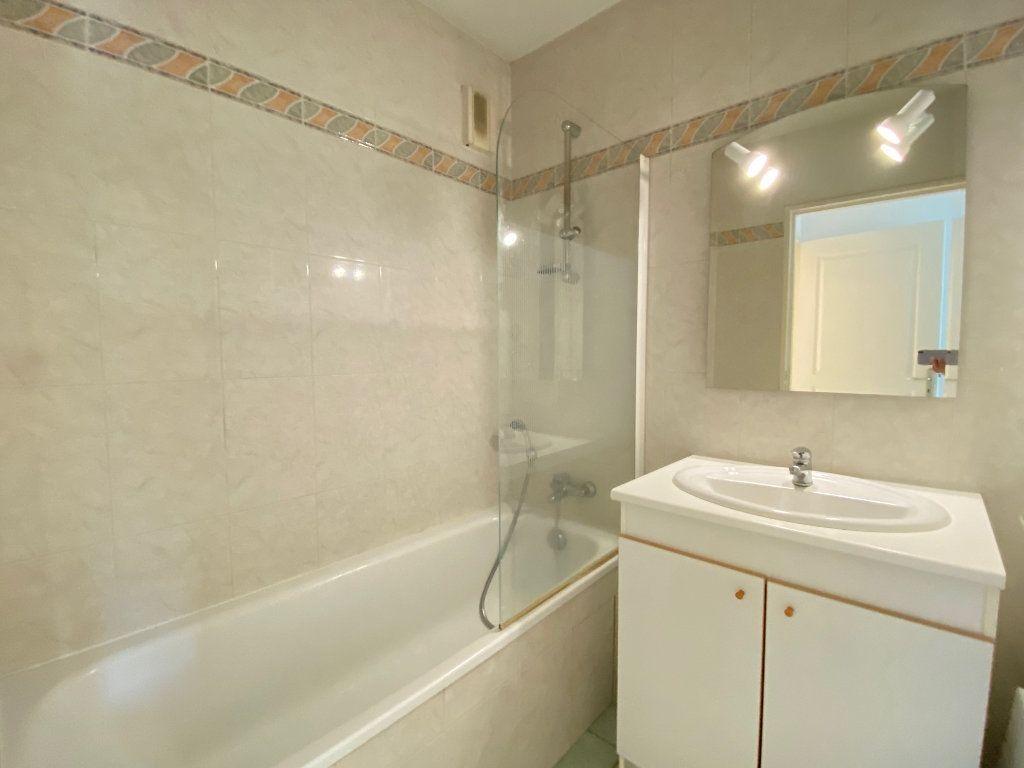 Appartement à louer 2 55.21m2 à Villeneuve-Loubet vignette-5