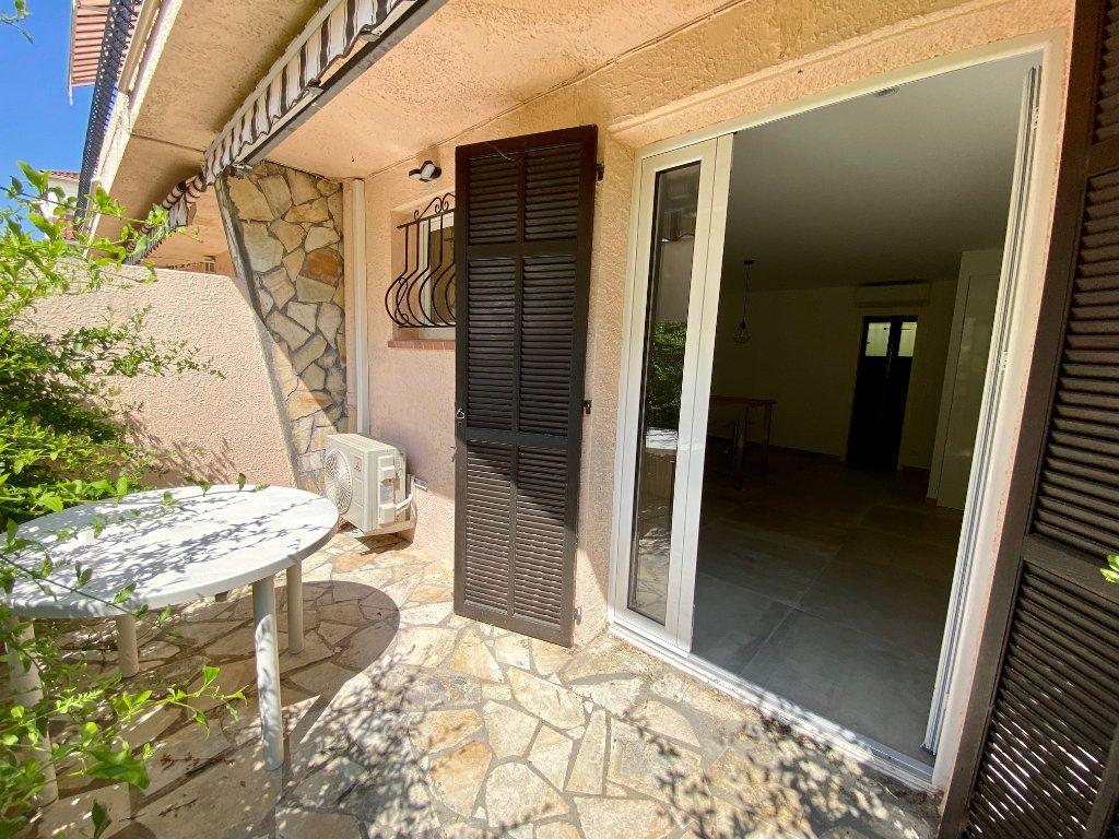 Appartement à louer 1 29.34m2 à Villeneuve-Loubet vignette-1