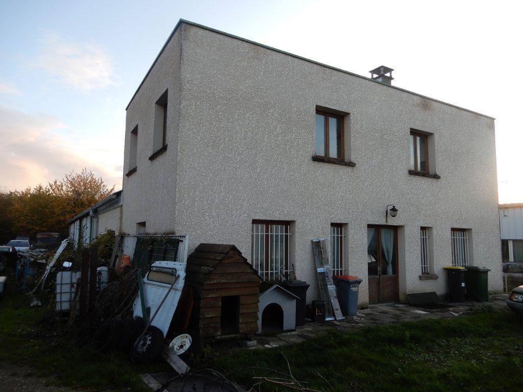 Immeuble à vendre 0 90m2 à Milly-la-Forêt vignette-1