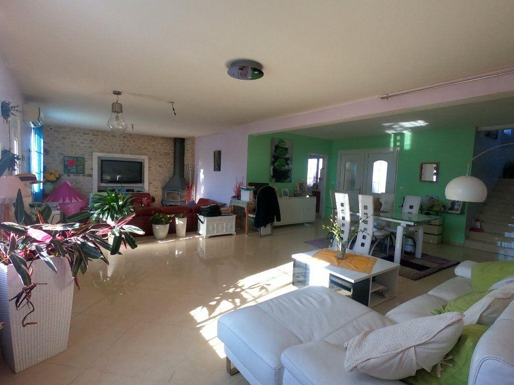 Maison à vendre 9 286.3m2 à La Ferté-Alais vignette-3