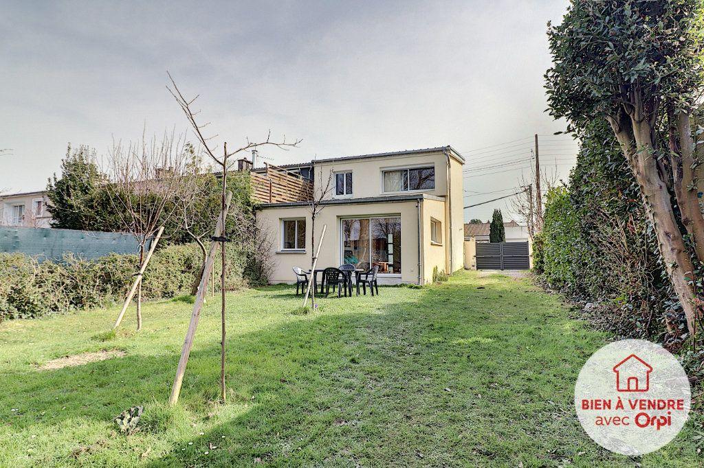 Maison à vendre 5 105m2 à Nantes vignette-1