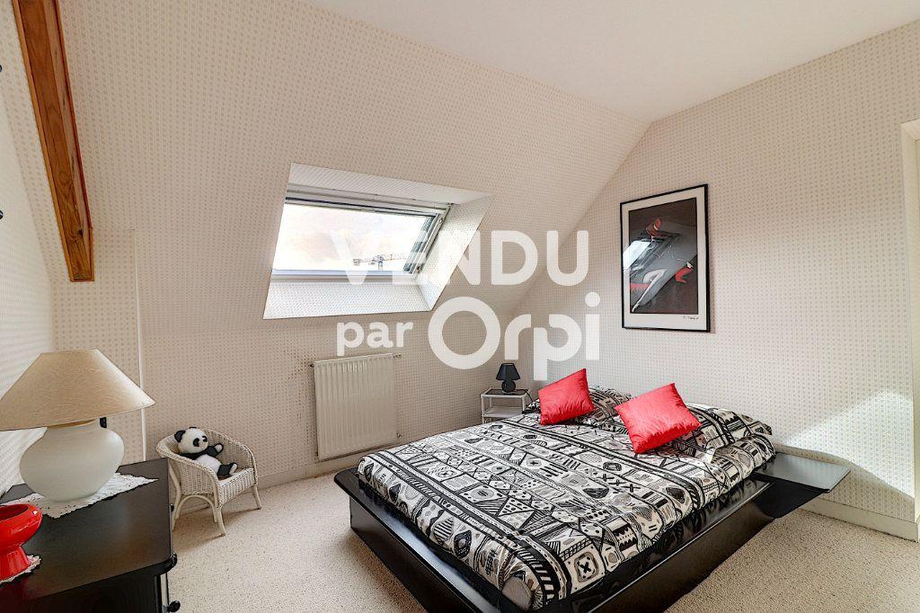 Maison à vendre 6 160m2 à Sainte-Luce-sur-Loire vignette-4