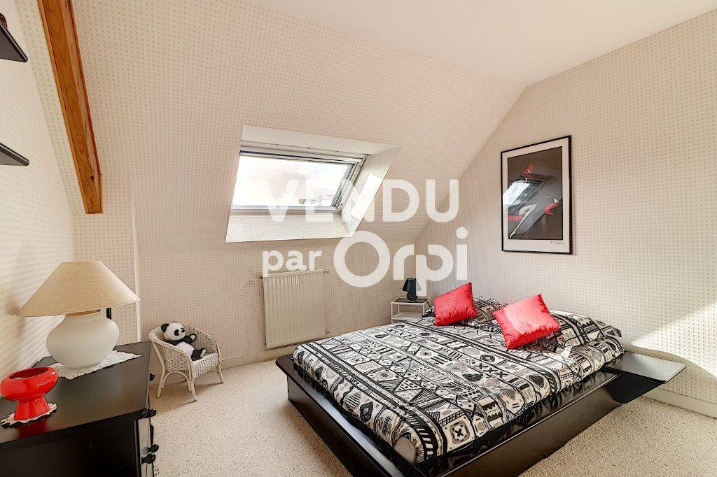Maison à vendre 6 160m2 à Sainte-Luce-sur-Loire vignette-7