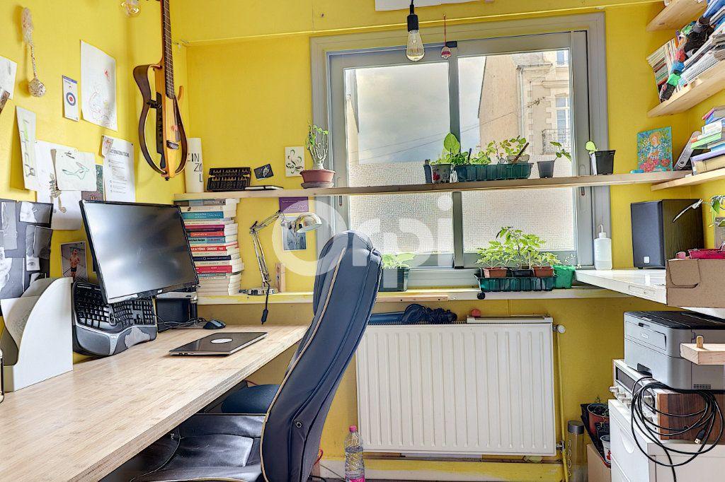 Appartement à vendre 7 147m2 à Nantes vignette-9