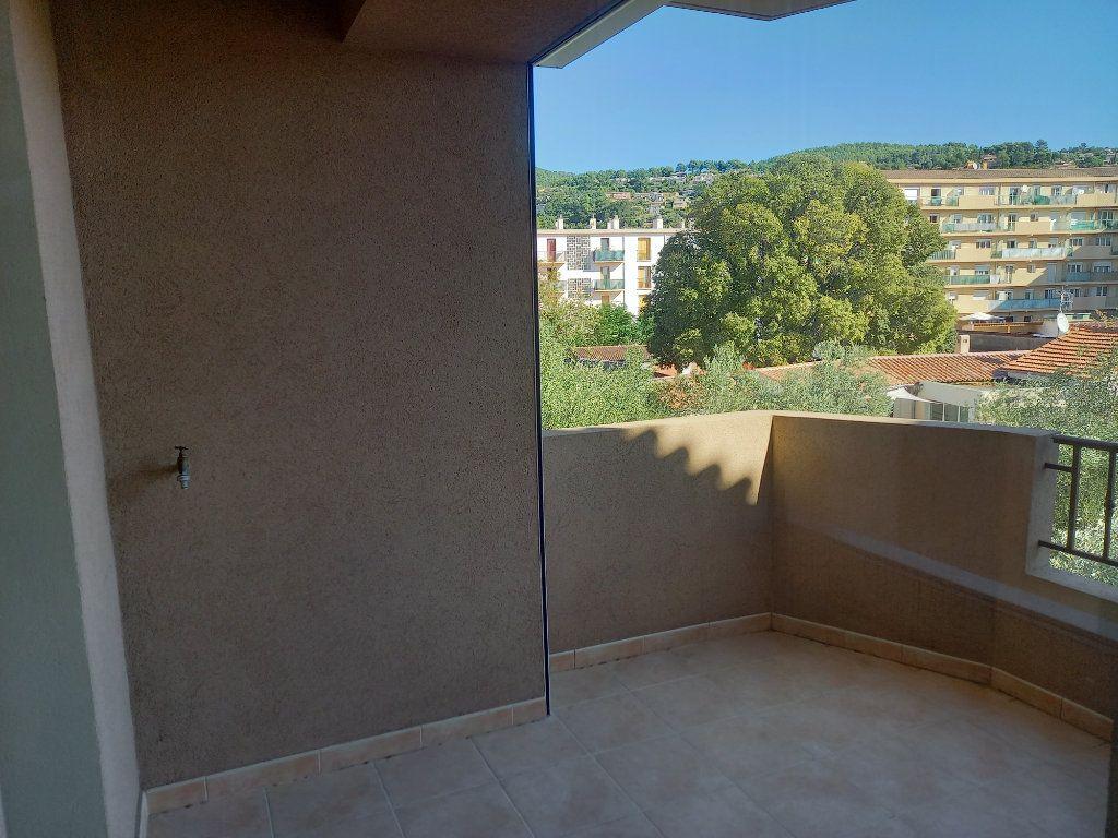 Appartement à vendre 3 71.6m2 à Draguignan vignette-3