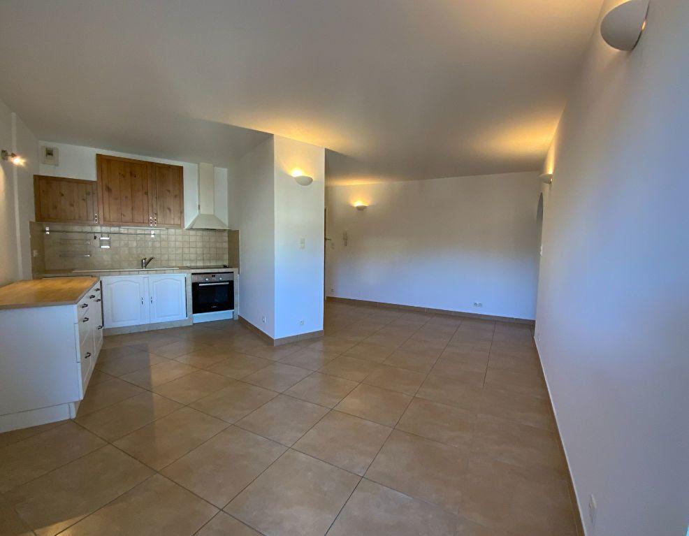 Appartement à vendre 3 71.6m2 à Draguignan vignette-4
