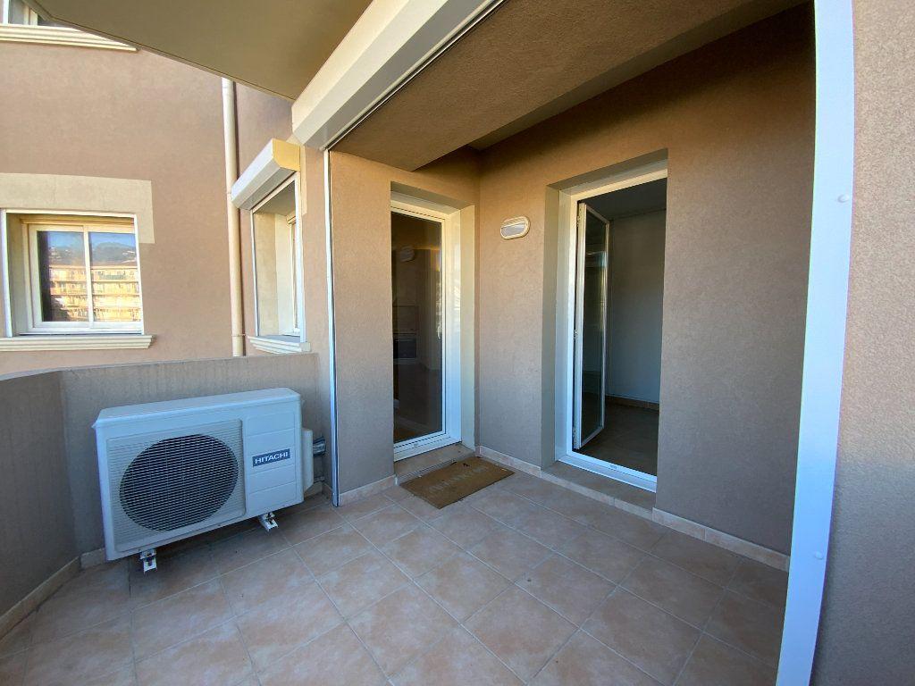 Appartement à vendre 3 71.6m2 à Draguignan vignette-13