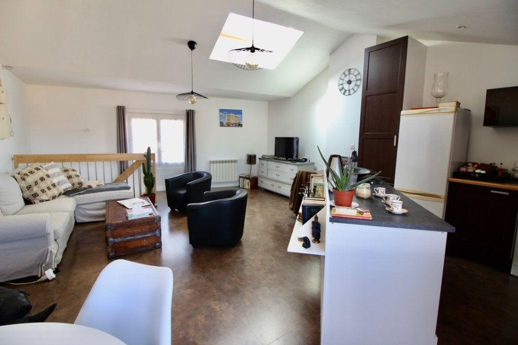 Appartement à vendre 3 65m2 à Aubagne vignette-2