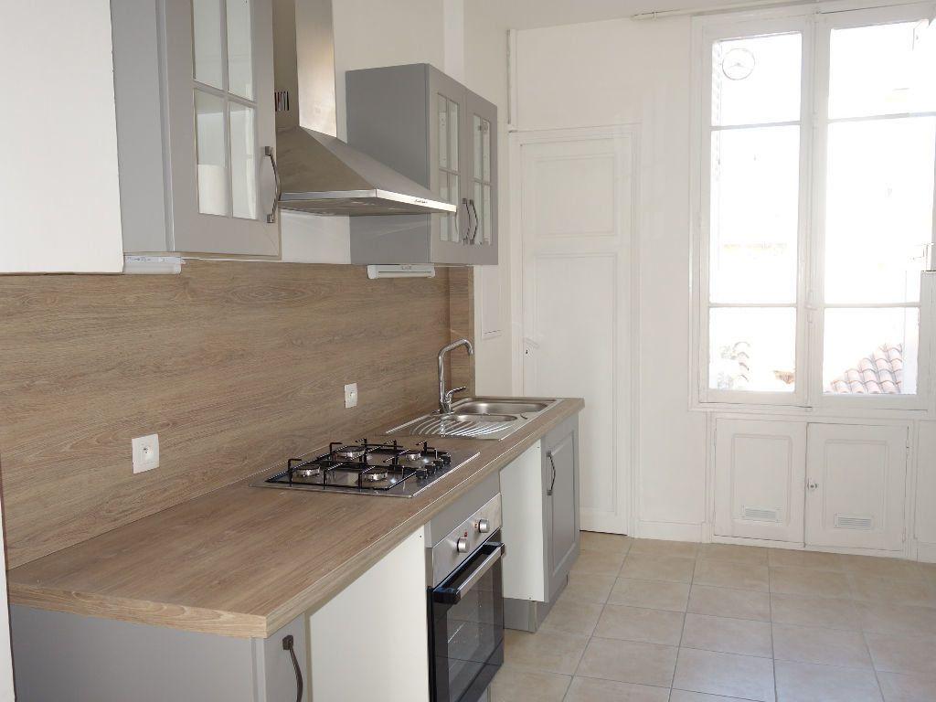 Appartement à louer 3 62m2 à Avignon vignette-1