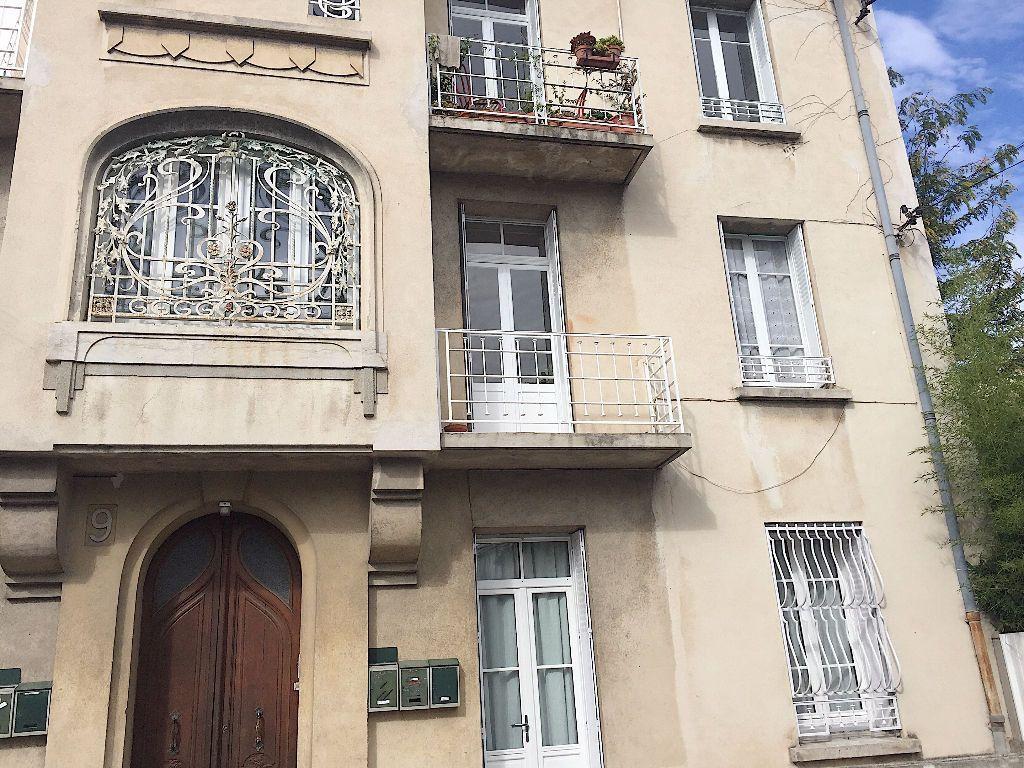 Appartement à louer 3 62m2 à Avignon vignette-3