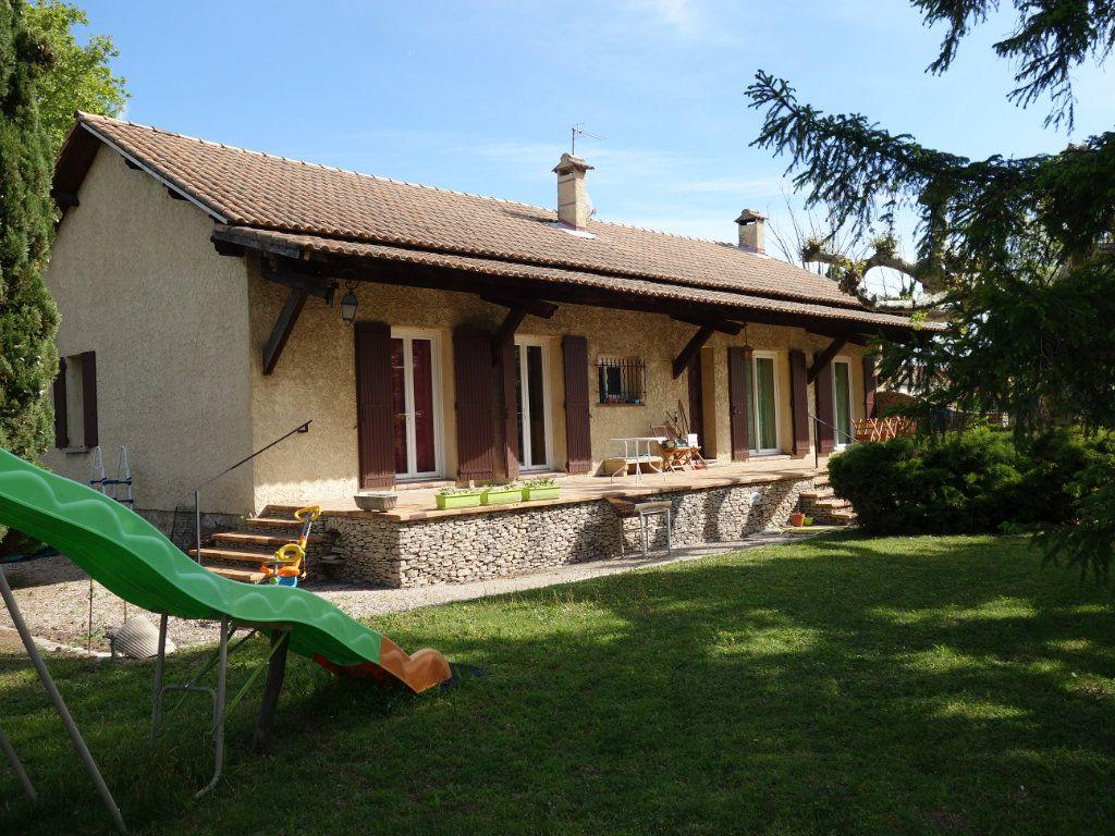 Maison à louer 4 120m2 à Saint-Saturnin-lès-Avignon vignette-1