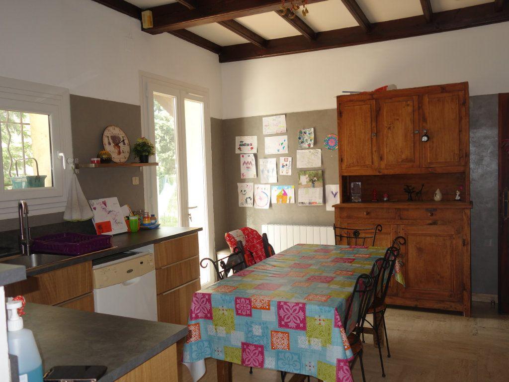 Maison à louer 4 120m2 à Saint-Saturnin-lès-Avignon vignette-3