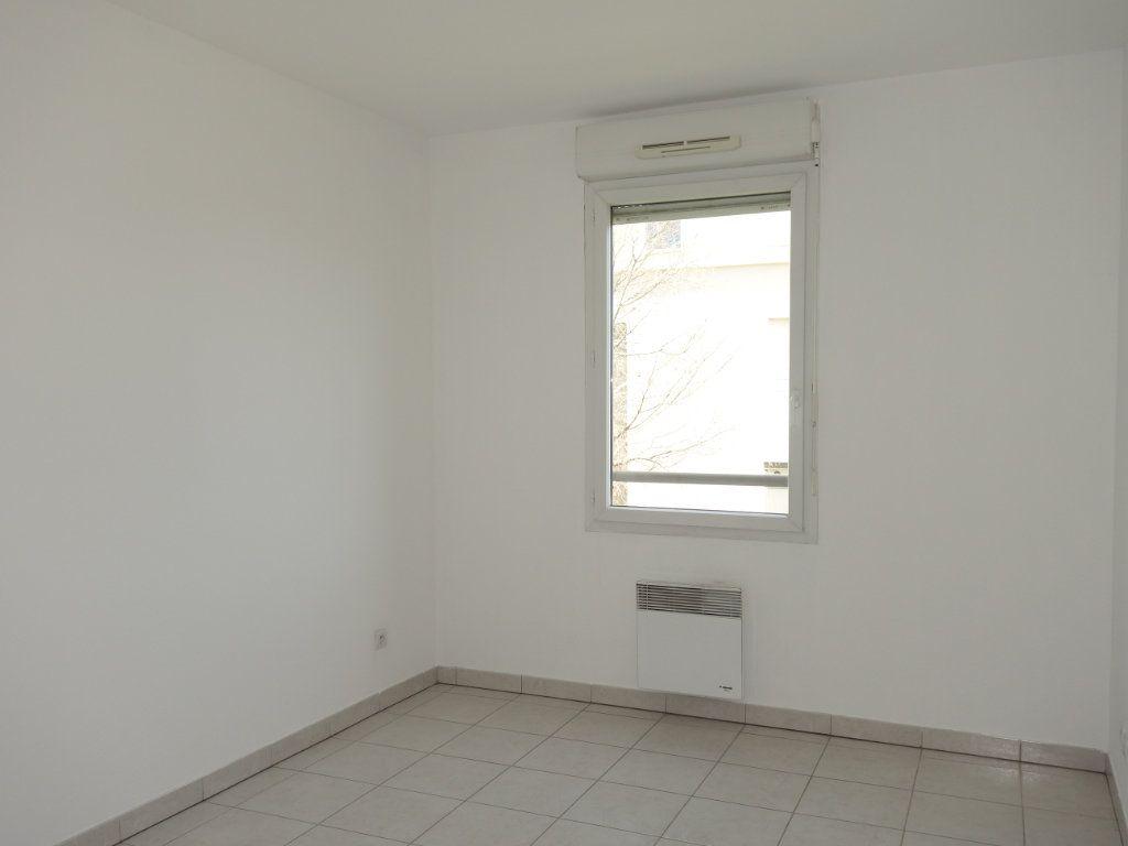 Appartement à louer 3 63m2 à Avignon vignette-3