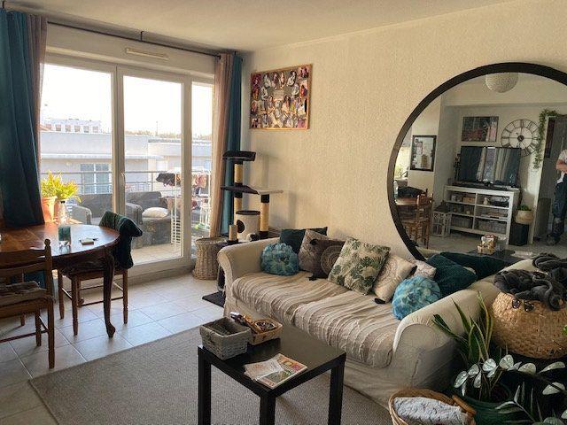 Appartement à louer 3 64m2 à Avignon vignette-1