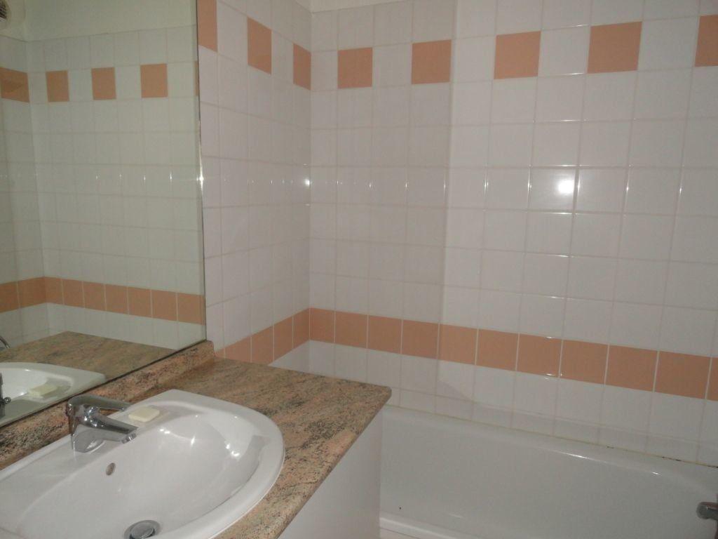 Appartement à louer 2 40m2 à Villeneuve-lès-Avignon vignette-3