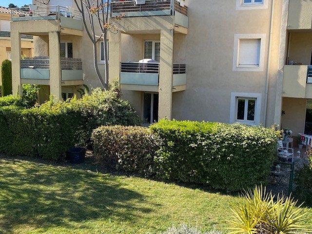 Appartement à louer 2 40m2 à Villeneuve-lès-Avignon vignette-5
