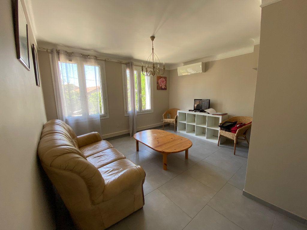 Appartement à louer 3 51.82m2 à Avignon vignette-1